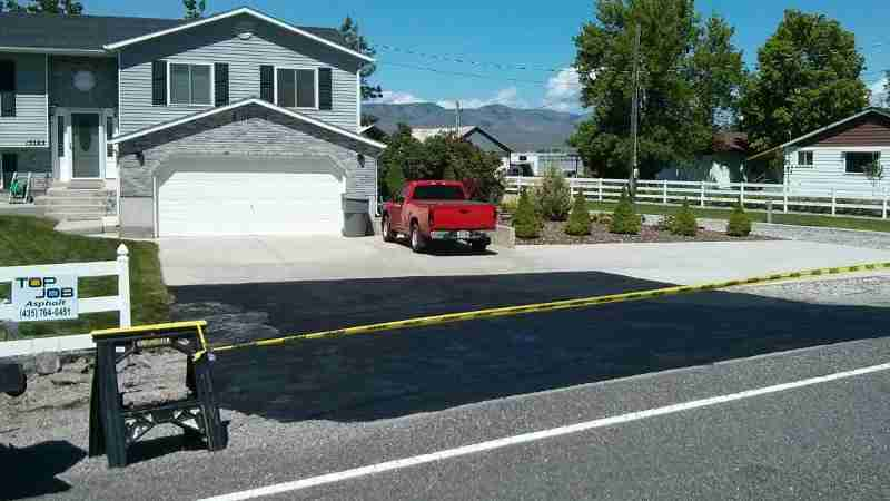 How to seal coat your asphalt driveway top job asphalt how to seal coat your asphalt driveway solutioingenieria Choice Image