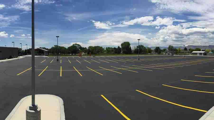sealcoating parking lot